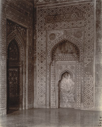 Mihrab on the south side of the chamber beneath the great dome of the Jami Masjid, Fatehpur Sikri 1003583